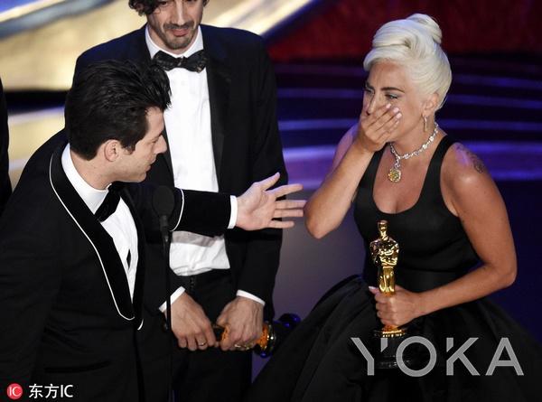 Lady Gaga收获第一座小金人  图片源自东方IC