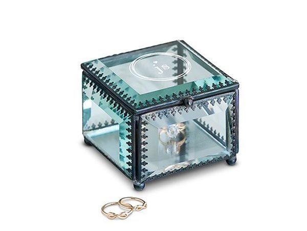 珠宝盒  图片来自theknot