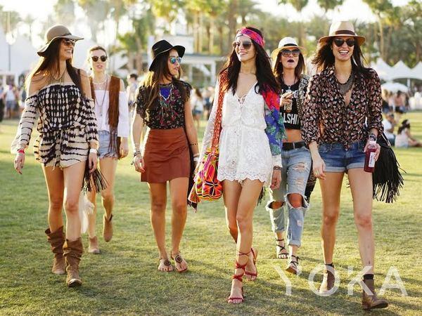 想混进Coachella音乐节里 你得有这些配饰!