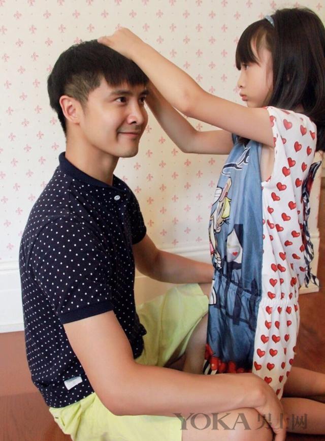 田亮与女儿森碟:记忆中应该有跟爸爸这么甜蜜的记忆吧图片