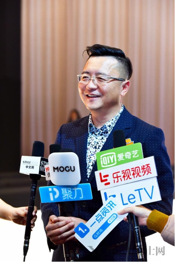 中国元素 + 现代高级成衣 = 唐卷!