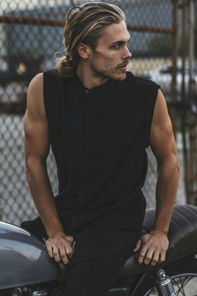 男人肩膀应该怎么练? 这4个锻炼动作拿去不谢